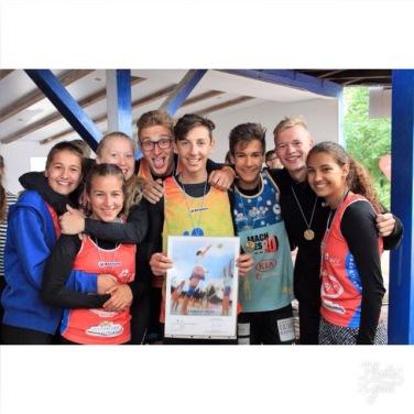 Die erfolgreichen Beachvolleyballerinnen und -volleyballer des CFG-Gymnasiums