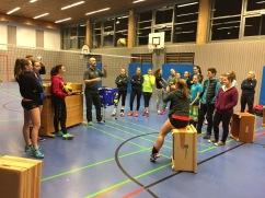 Die Landesliga-Mädels des VC Schwandorf nahm Kirschi bei der Praxis unter seine Fittiche